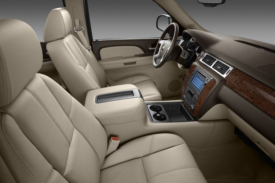 2010 Chevy Tahoe interior of a top trim with leather upholstery and wood detail