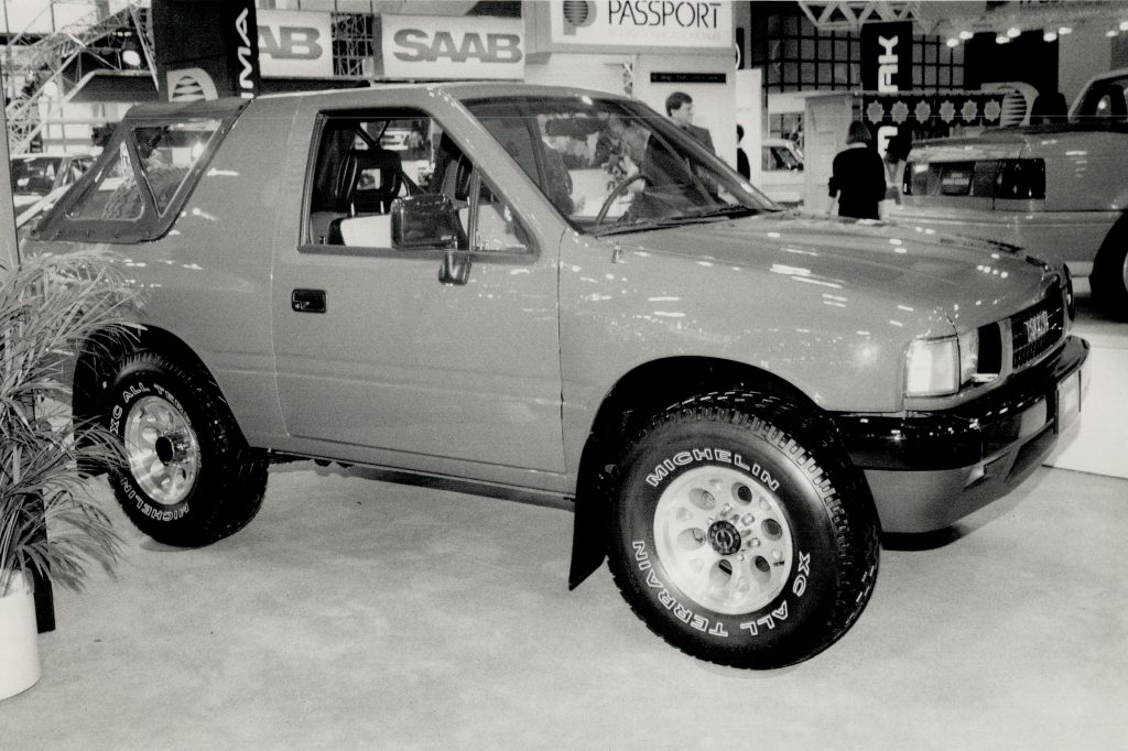 The Isuzu with four-wheel drive on display at a car show in 1989.
