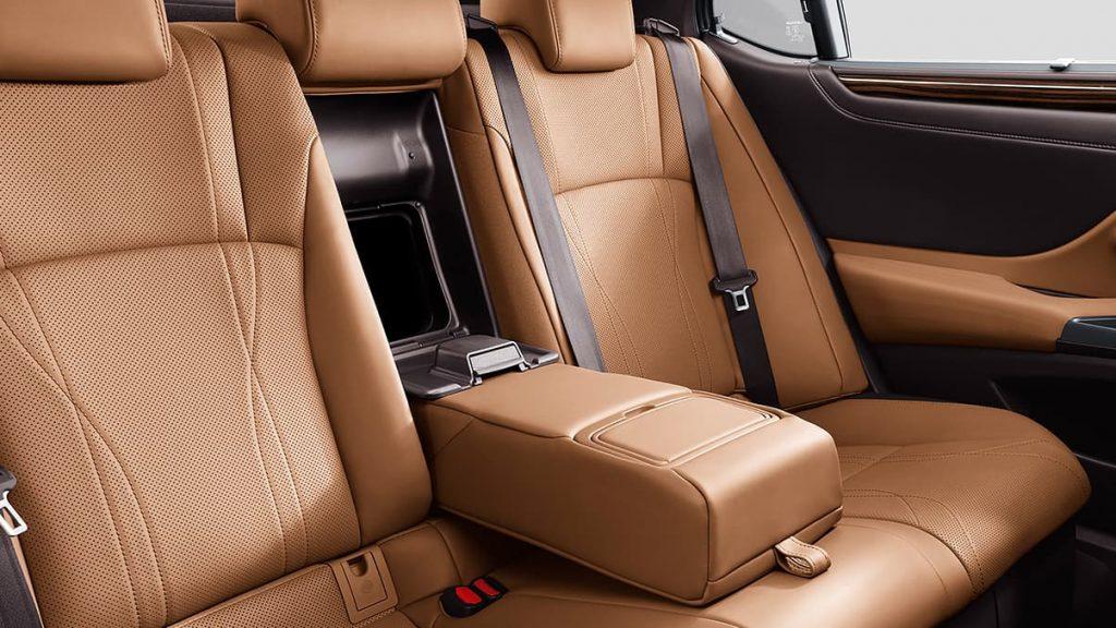 rear seat in lexus es 300h