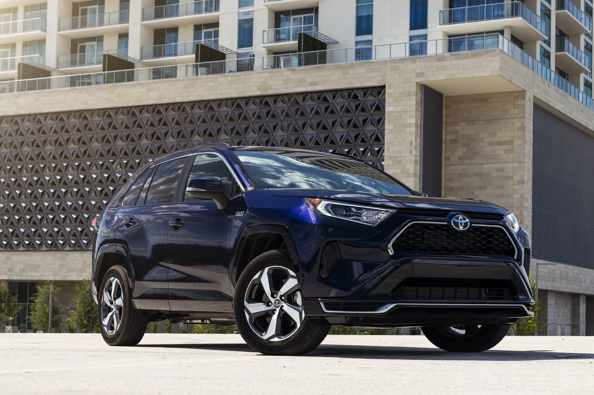 5 Reasons The 2021 Toyota Rav4 Prime Completely Trumps The Bmw X3 Xdrive30e