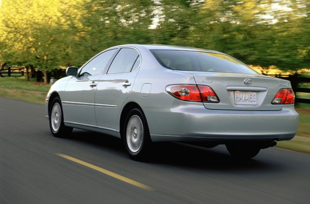Lexus ES 350 from the 2004 model year view from the rear at speed on the road