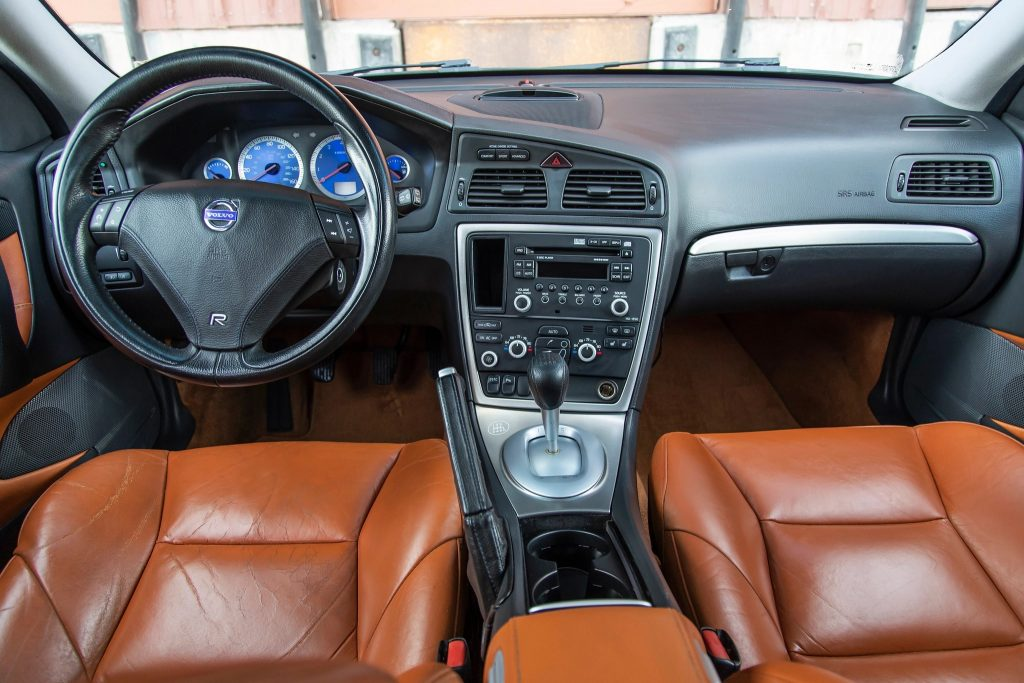 The 2005 Volvo V70R's interior, with brown leather seats, blue gauges, and a 6-speed manual