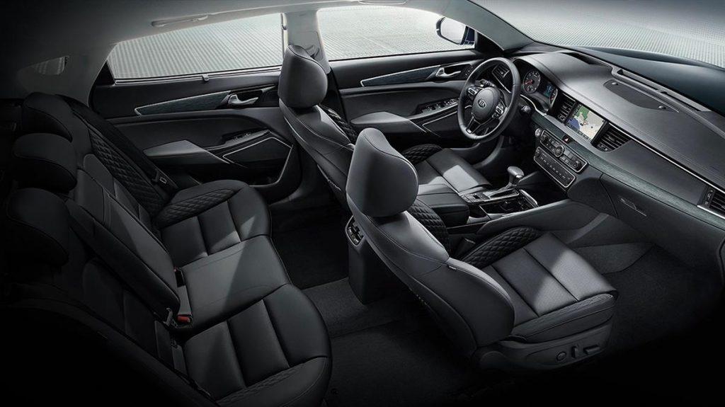 Kia's 2017 Cadenza's car cabin is wonderfully spacious and upscale.
