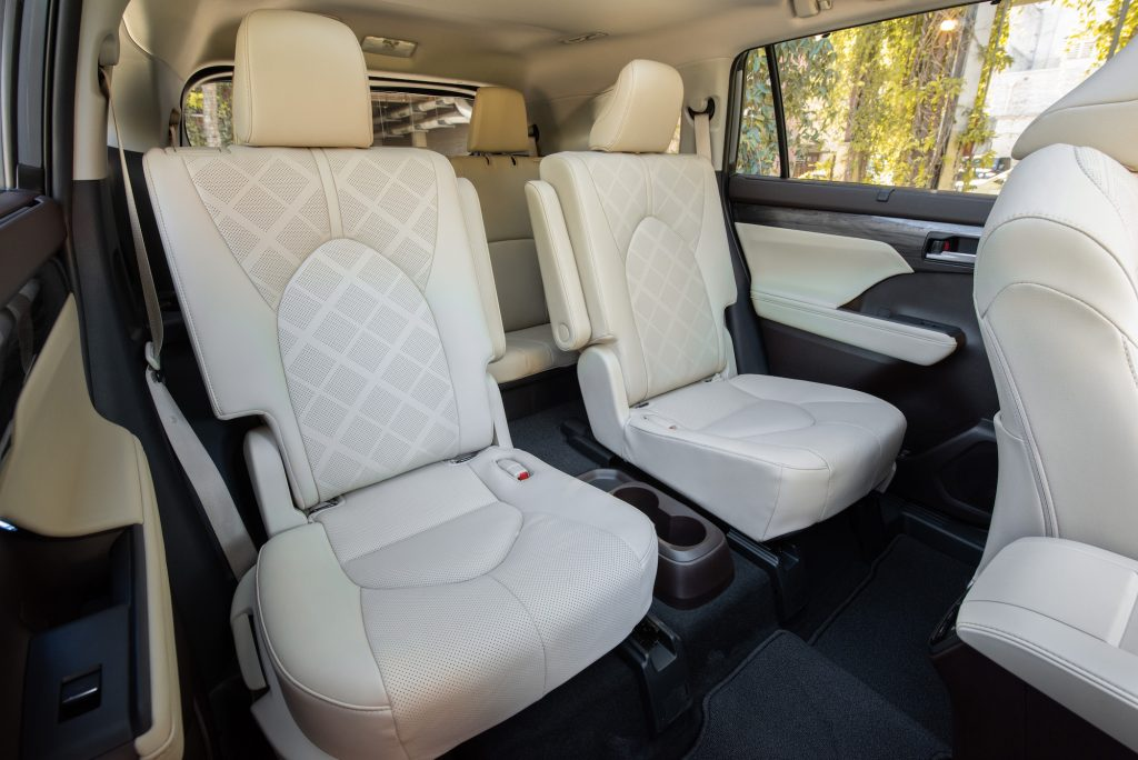 2020 Toyota Highlander Hybrid Captain's Chairs