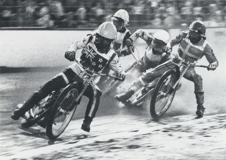 Ivan Mauger racing in the 1977 World Speedway Championships