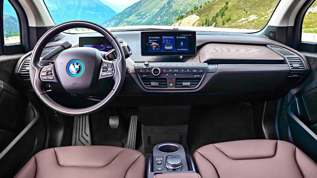 The inside of the i3 is handsome and bright.