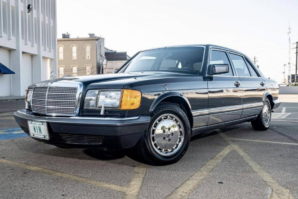 A black 1991 W126 Mercedes-Benz 560SEL