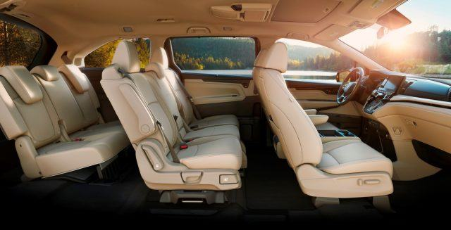 The beige interior of the 2018 Honda Odyssey.