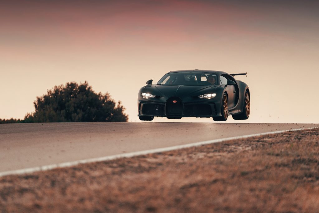 The Bugatti Chiron Pur Sport Tries a New Test at the Nardo racetrack in Italy – Flying