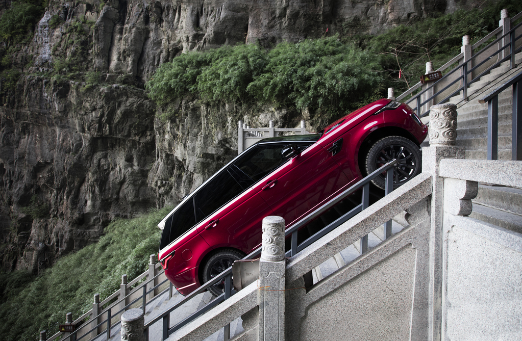 Land Rover Sport PHEV Conqueres the Dragon Challenge   Land Rover