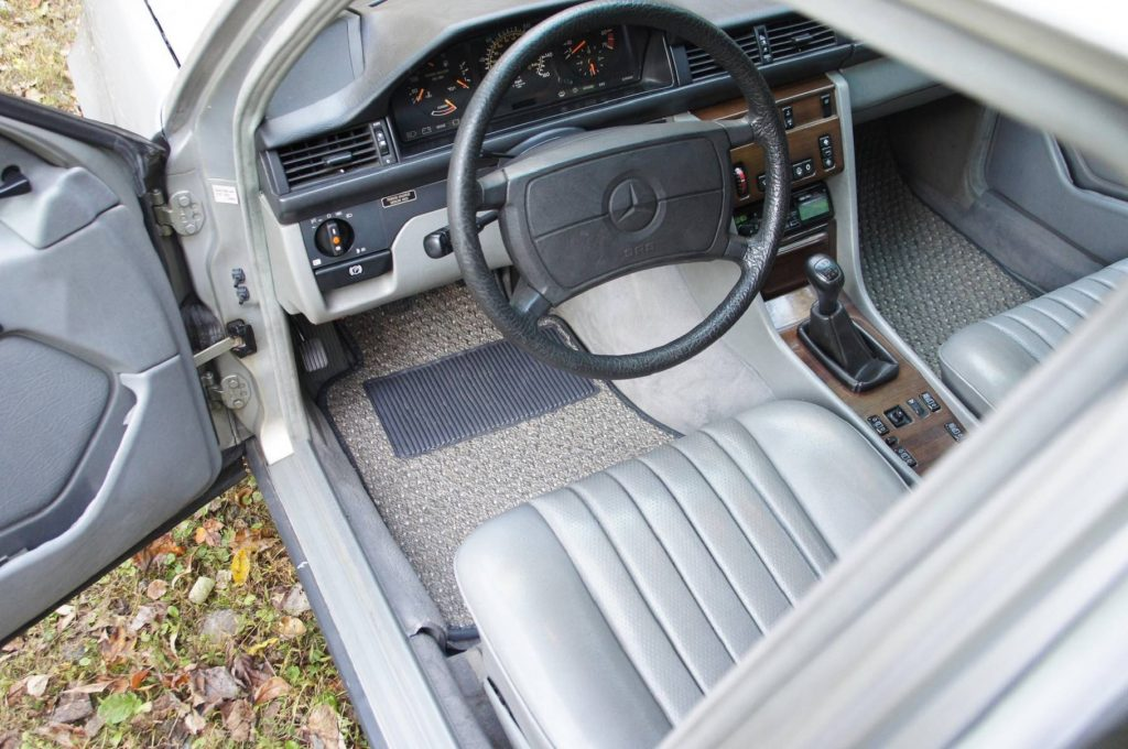 The front seats and dashboard of a 1986 W124 Mercedes-Benz 300E