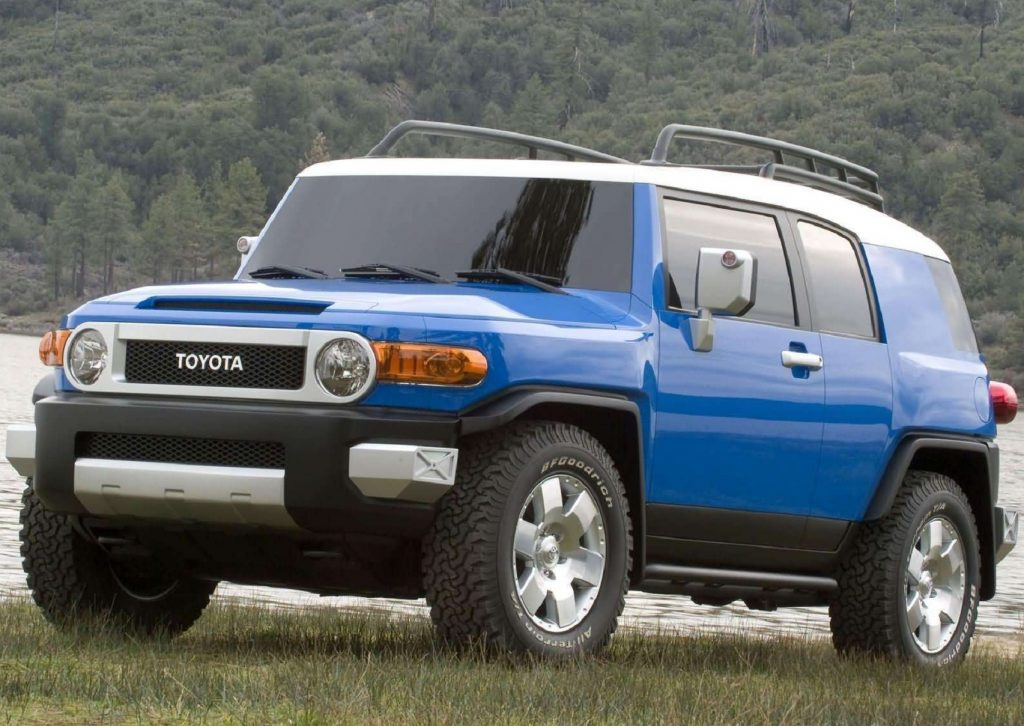A blue 2007 Toyota FJ Cruiser next to a lake