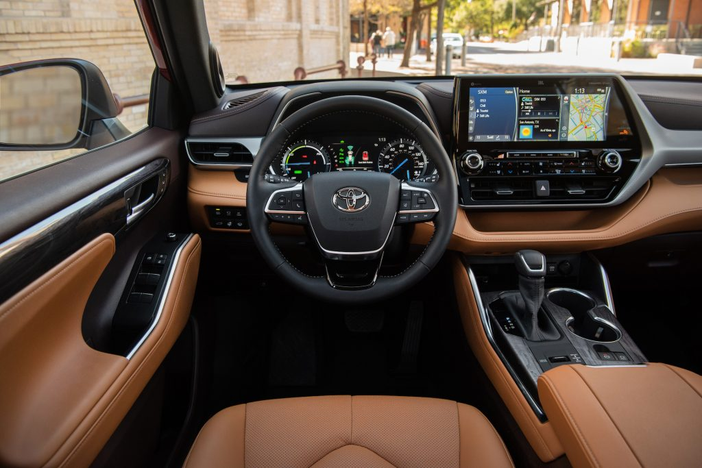 A photo of the 2020 Toyota Highlander outdoors.