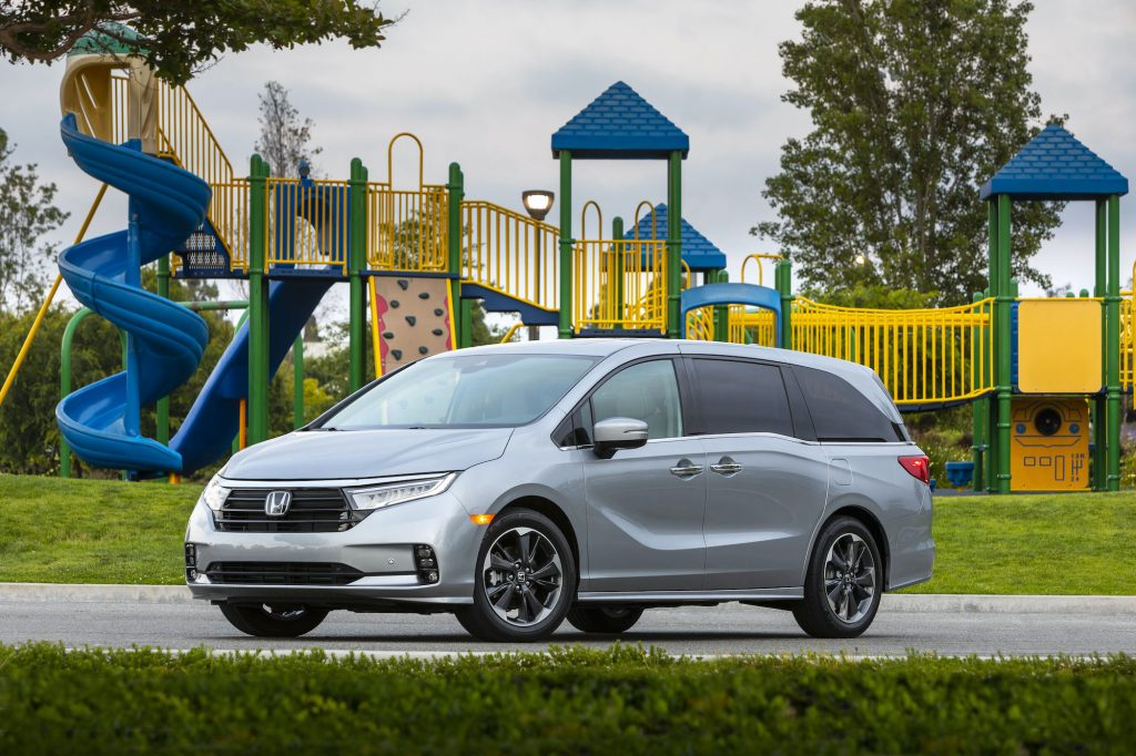 The 2021 Honda Odyssey, a worthy substitute of the Kia Telluride, parked in front of a playground