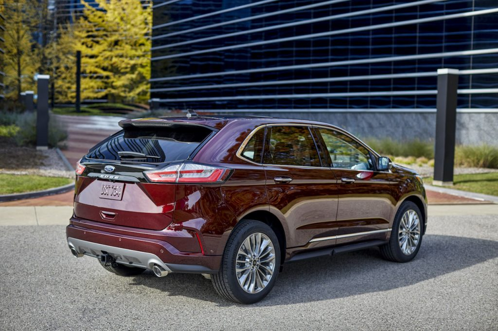 A photo of the 2021 Ford Edge outdoors.
