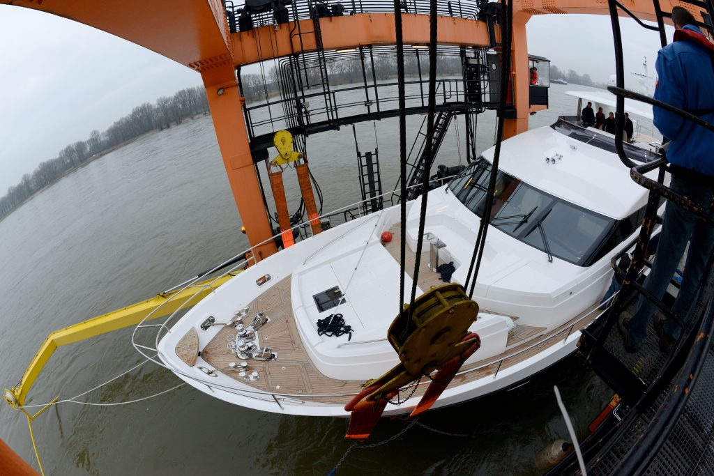 The British yacht Princess 98' MY is lifted by the boatlift Big Willi