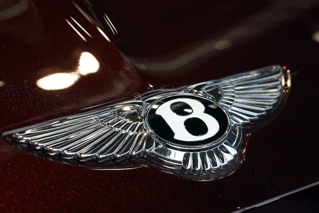 The 2021 Bentley Flying Spur V8 is a lighter, less powerful and better handling lang-yacht.