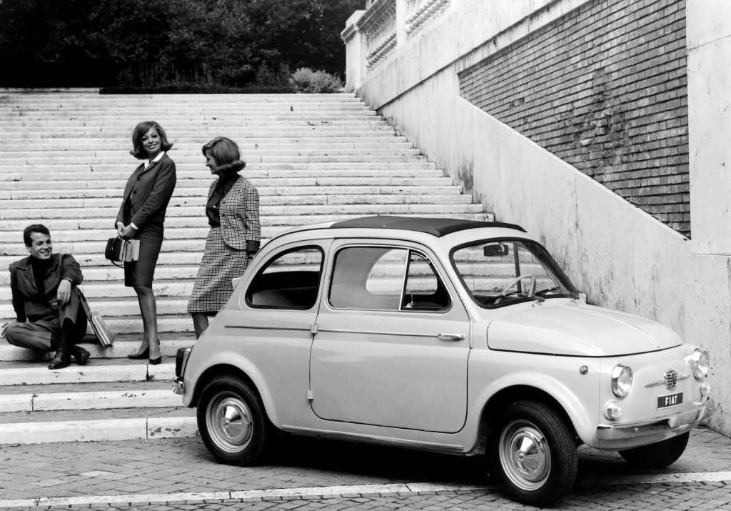 studenti e fiat 500, 1964