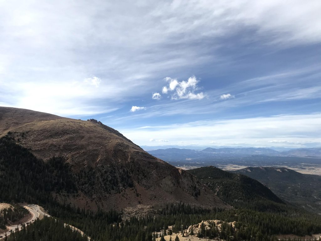 A mountainous view from pike's peak