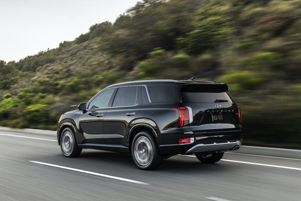 An image of a Hyundai Palisade on the road.