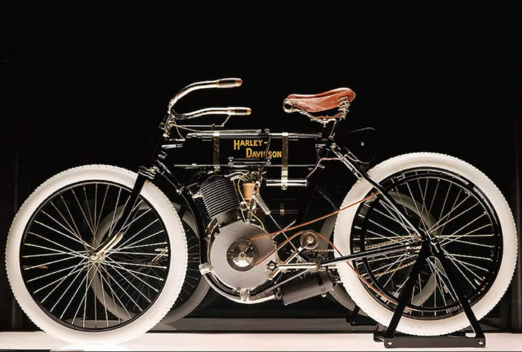 The side view of the black-framed 1903 Harley-Davidson Serial One