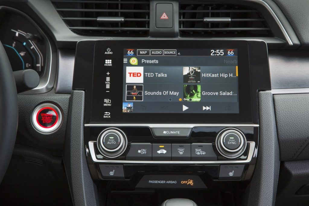 touchscreen and controls for the 2017 Honda Civic sedan
