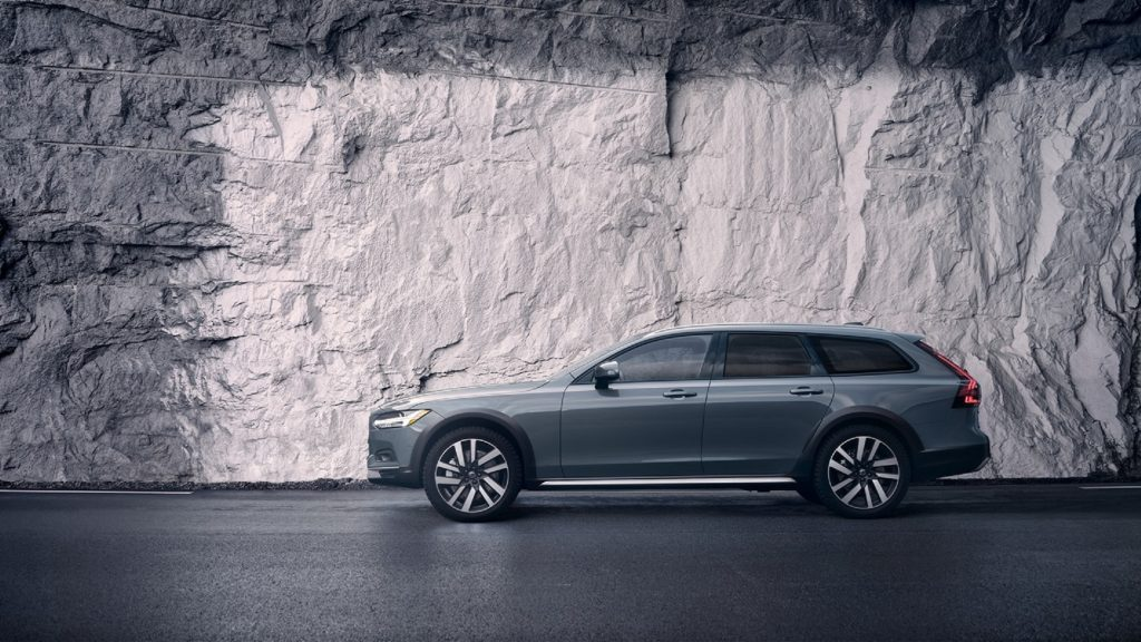 The side view of a gray 2020 Volvo V90 Cross Country