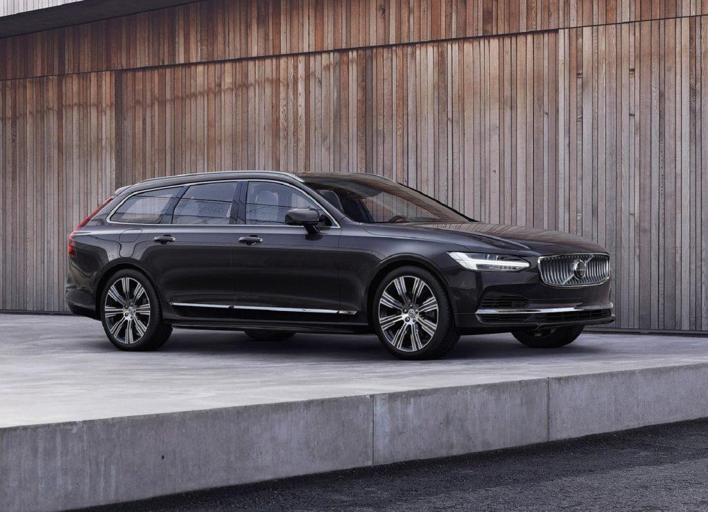 A black 2021 Volvo V90