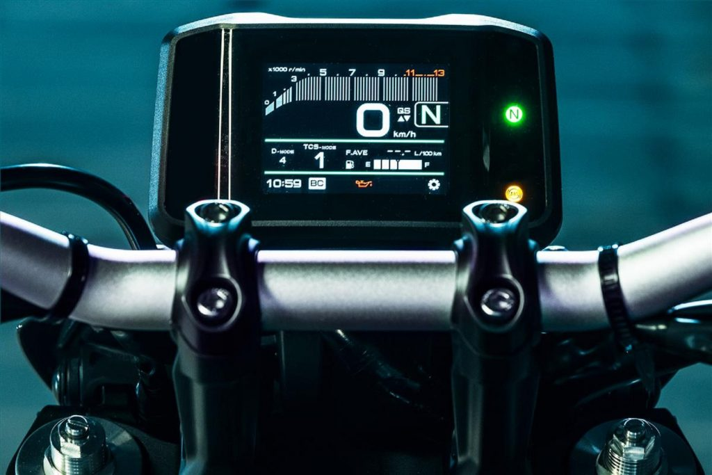 A close-up look at the 2021 Yamaha MT-09's TFT dash