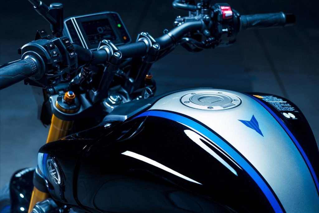 The black-blue-and-silver 2021 Yamaha MT-09 SP's handlebars and display