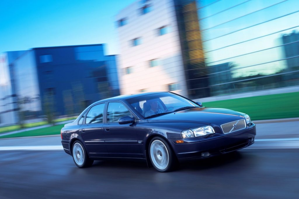 A photo of the 2000 Volvo S80 outdoors.