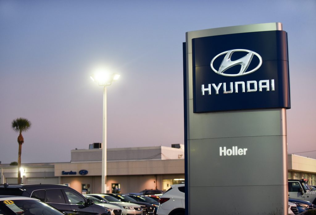 Cars are seen at a Hyundai car dealership. Hyundai and Kia announced on October 11, 2019 that they have agreed to settle a class action lawsuit over engine fireshttps://www.motorbiscuit.com/the-hyundai-veracruz-walked-so-the-hyundai-santa-fe-could-run/