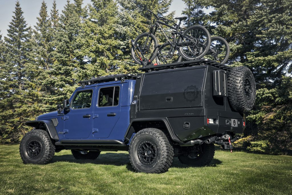 Using exclusive Jeep® Performance Parts (JPP) and custom accessories, Mopar designers transformed a 2020 Jeep® Gladiator into a fun concept vehicle for serious mountain bikers - the Jeep Gladiator Top Dog Concept.