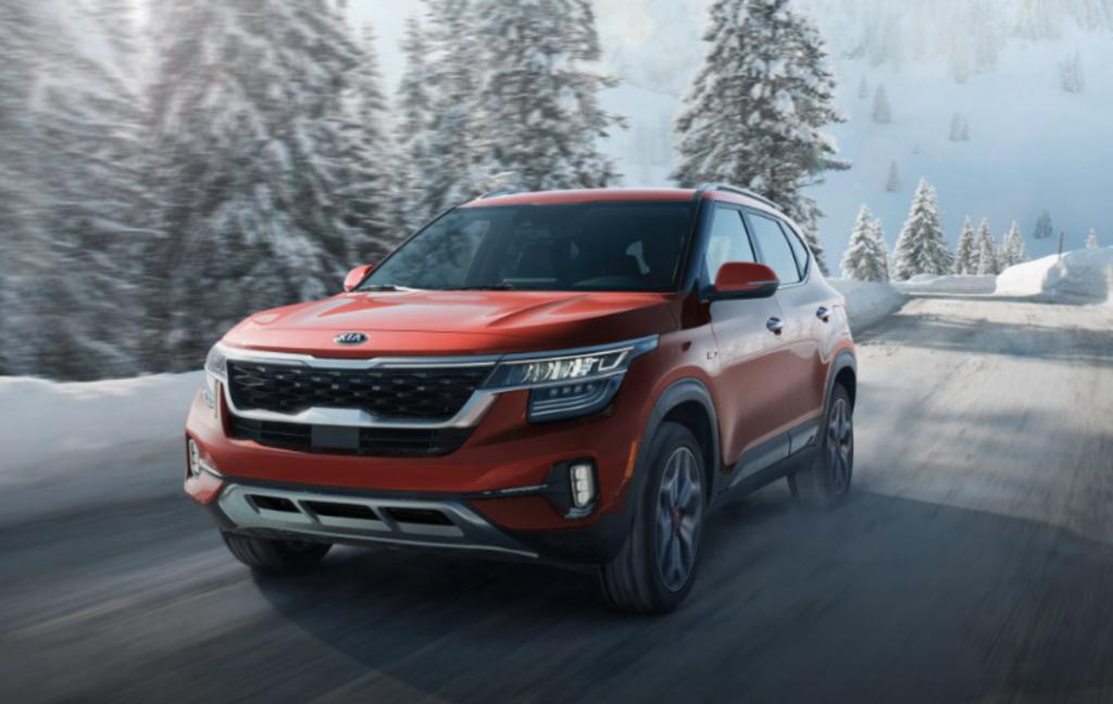 2021 Kia Seltos driving in snow