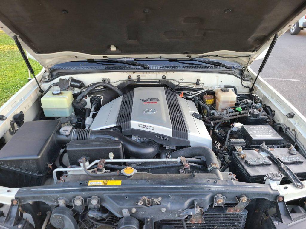 The 2000 Lexus LX 470's V8 engine