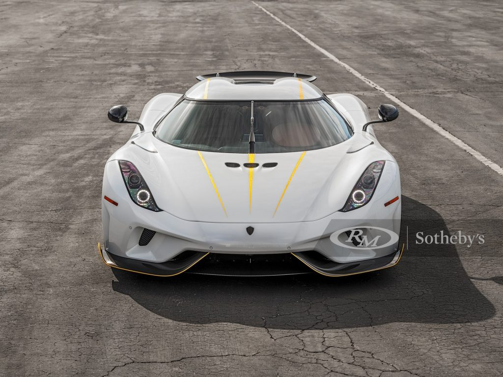 A head on view of a white 2019 Koenigsigg Regera.