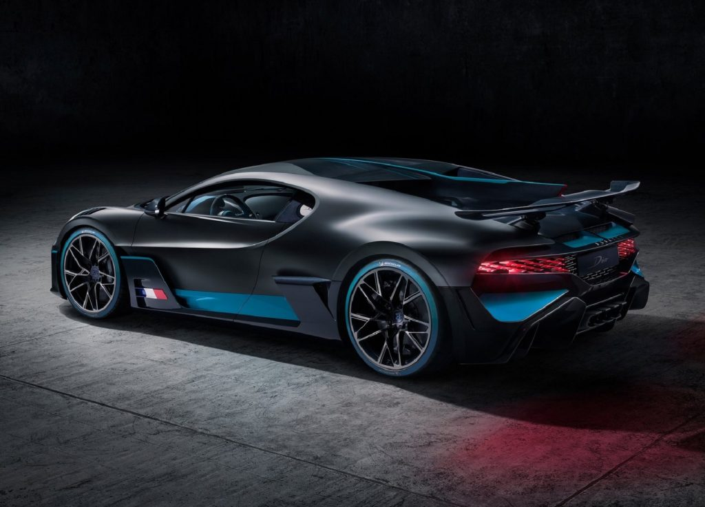 The rear 3/4 view of a black-and-blue 2020 Bugatti Divo