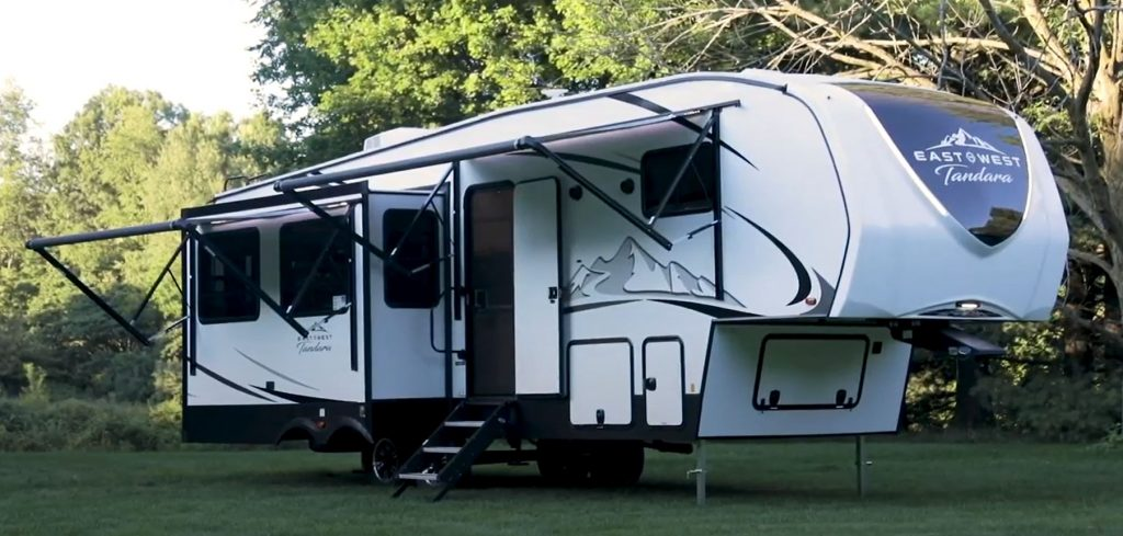 The 2021 Tandara 320RL Fifth-Wheel RV detached from a tow rig.