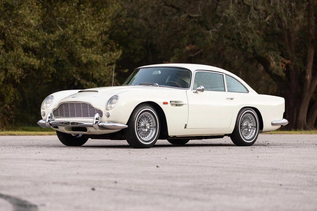 A white 1964 Aston Martin DB5