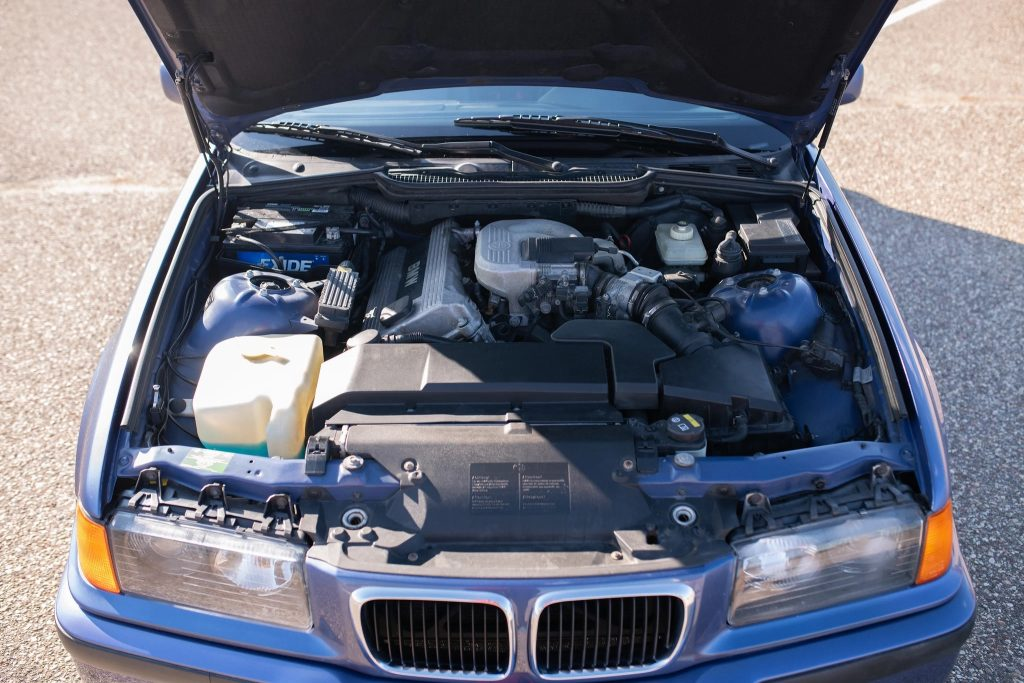 The M44 4-cylinder engine in a blue 1997 BMW 318ti