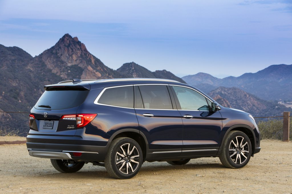A dark-colored 2021 Honda Pilot Elite overlooks mountains