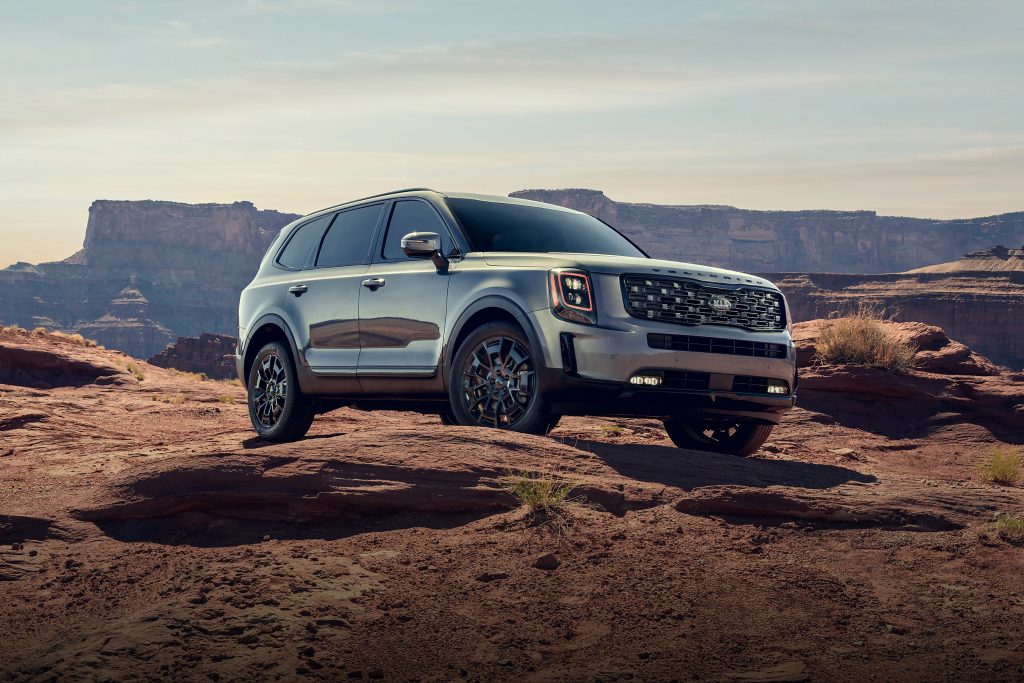 A silver 2021 Kia Telluride in the desert