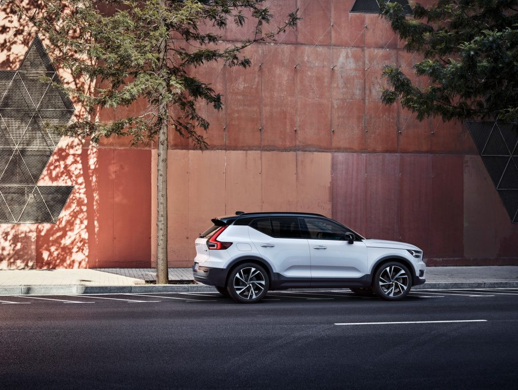 A white 2021 Volvo XC40 parked in front of an orange building