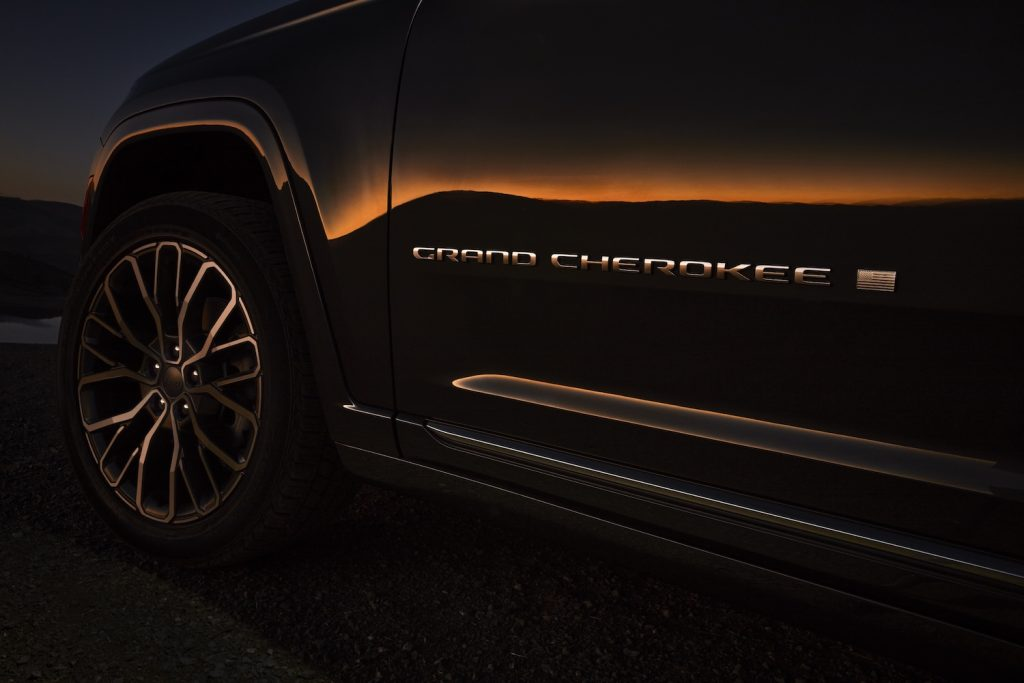 All-new 2021 Jeep® Grand Cherokee L Summit Reserve exterior Grand Cherokee badge.