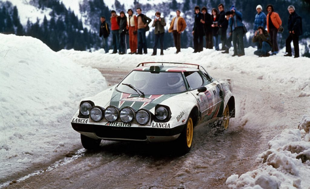 The white-red-and-green-liveried Lancia Stratos HF Group 4 rally car on a snowy rally stage