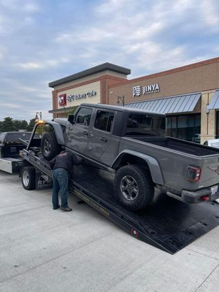 2020 Jeep Gladiator being towed due to battery issues
