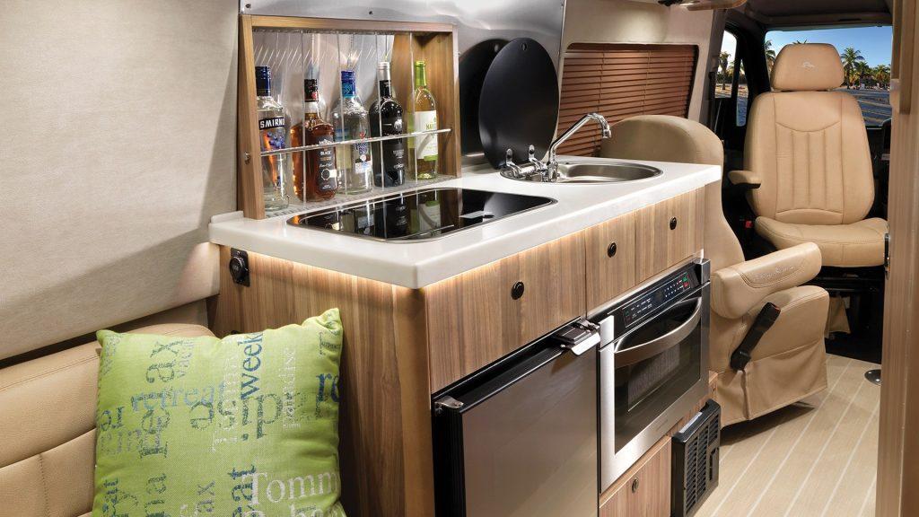 2021 Tommy Bahama Airstream van wet bar