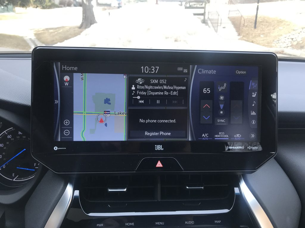 a picture of the 2021 Toyota Venza infotainment system