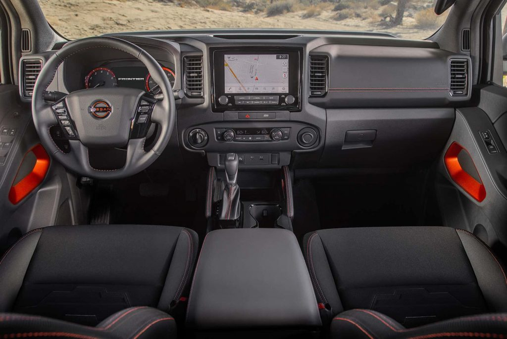 2022 Nissan Frontier driver's and passenger seat