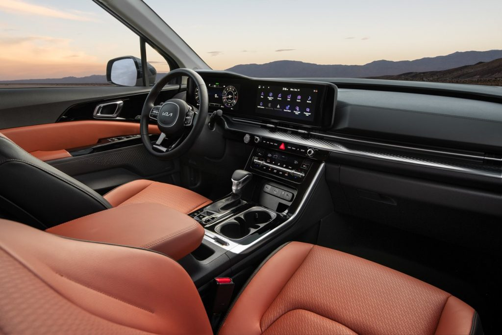 A look at the interior of the 2022 Kia Carnival.